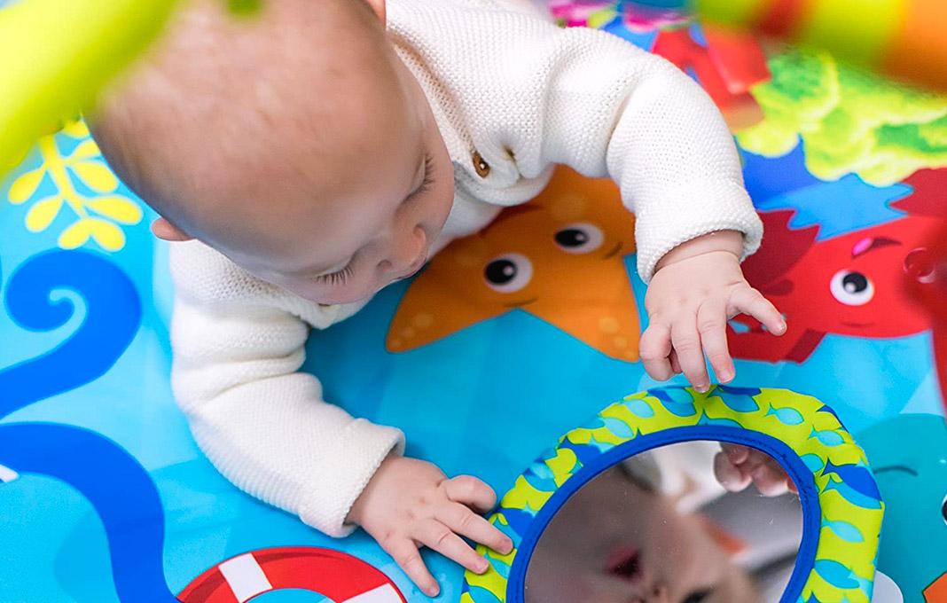 choisir jouet bebe 2 mois